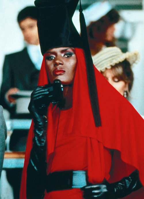 Grace-Jones_red-with-habit