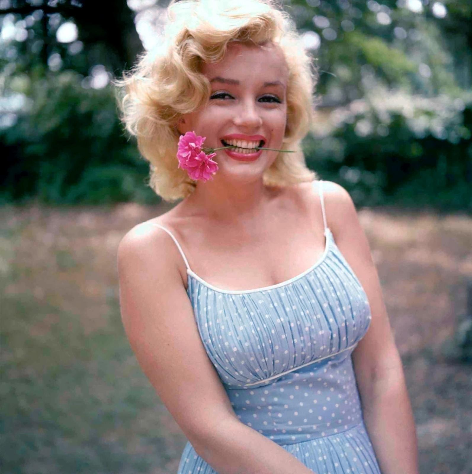 Marilyn-MonroeHappy